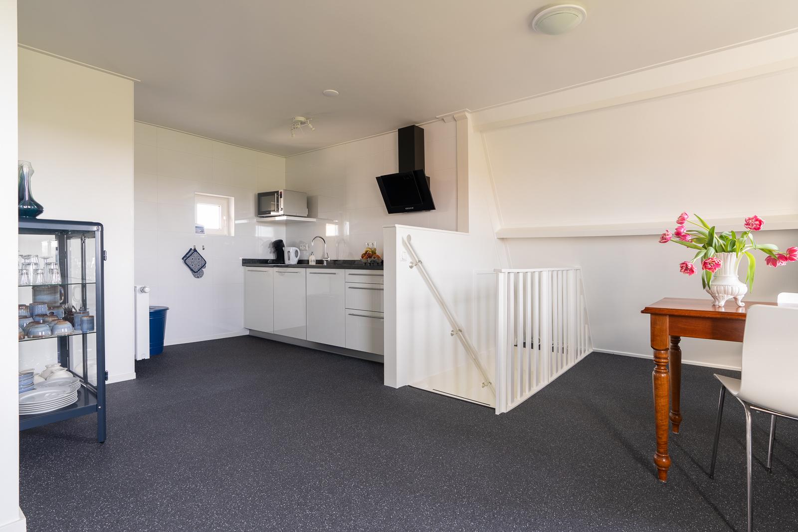 Nieuwe keuken in appartement Ameland