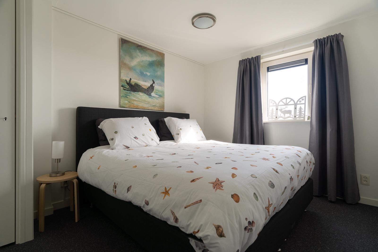 Rustige lichte slaapkamer Ameland